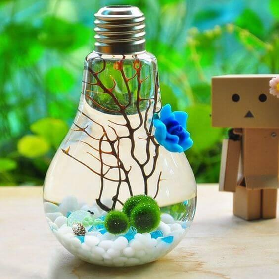 Мини-аквариум в лампочке