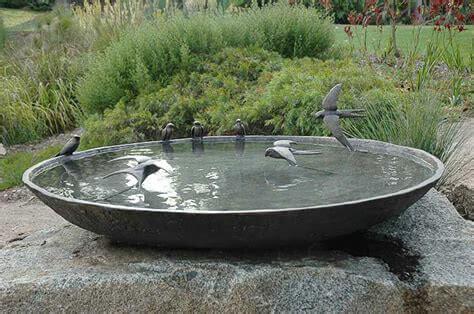 Поилка для птиц в виде чаши