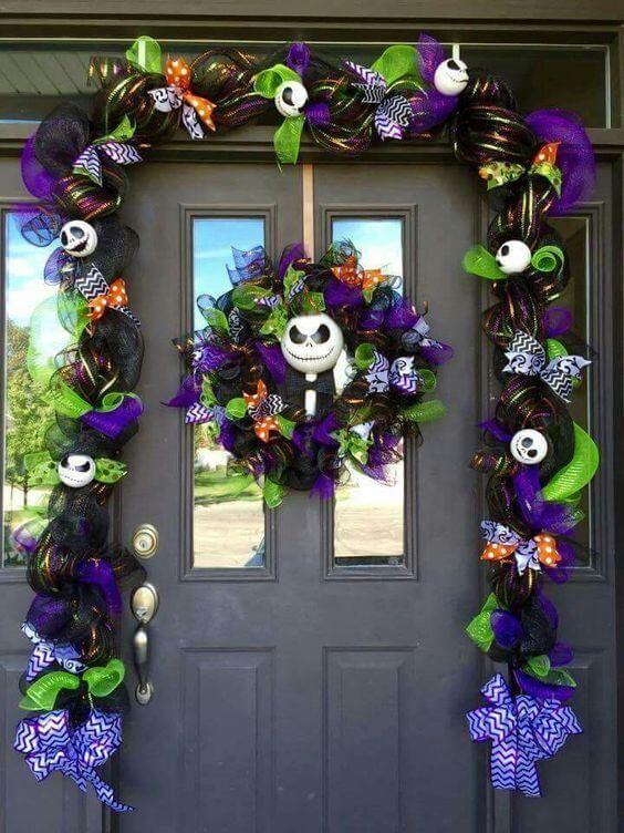 Декор входной двери на Хэллоуин